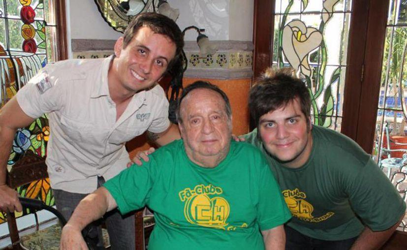 Chespirito tuvo seguidores más allá de México, donde llegó a ser popular gracias a la transmisión de sus programas. En la imagen, con fans de Brasil. (Notimex)