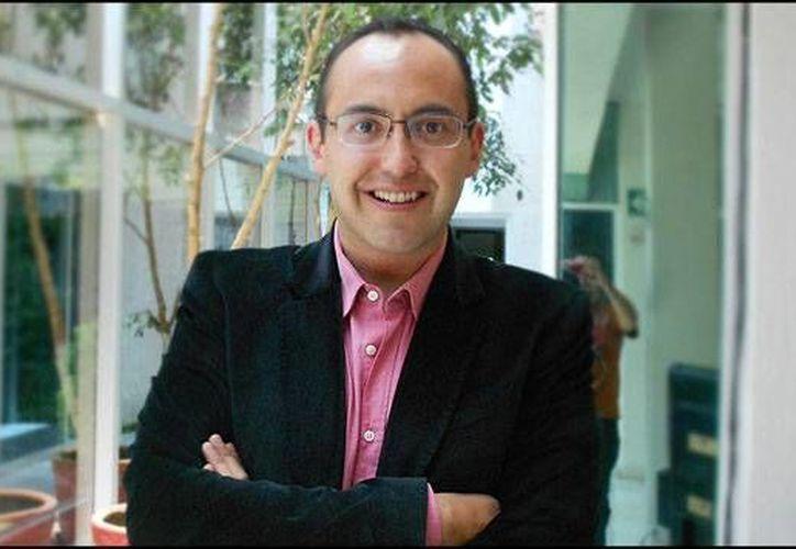 La producción de primero noticias dio a conocer la destitución de Mauricio Clark como presentador de espectáculos debido a problemas de alcoholismo y drogas. (Notimex)