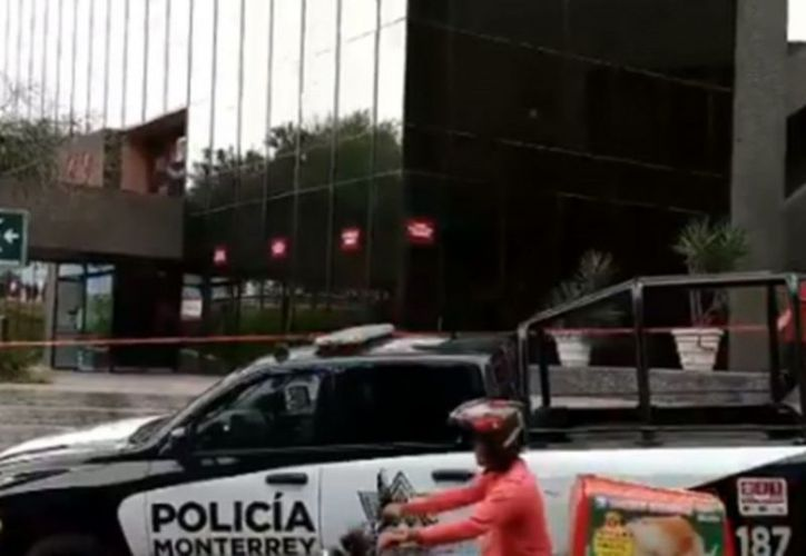Se presentaron en el lugar, elementos de Protección Civil, Fuerza Civil y de la Policía Regia. (vanguardia.com)