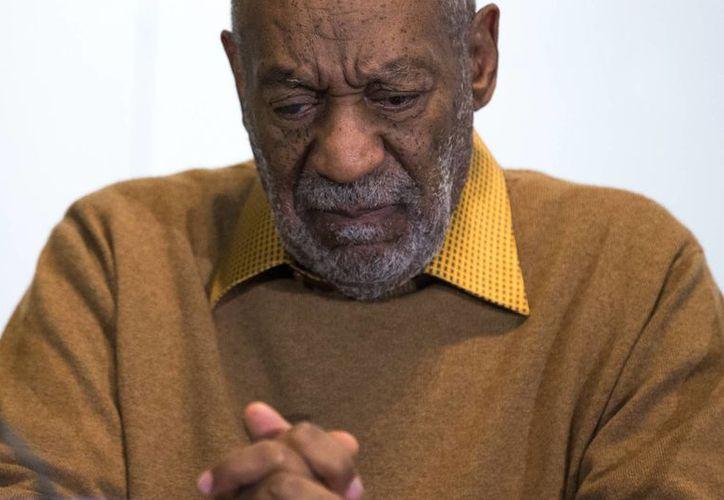 Ya son siete las mujeres que demandan al comediante Bill Cosby porque, según dicen, abusó de ellas y luego las difamó. (AP)