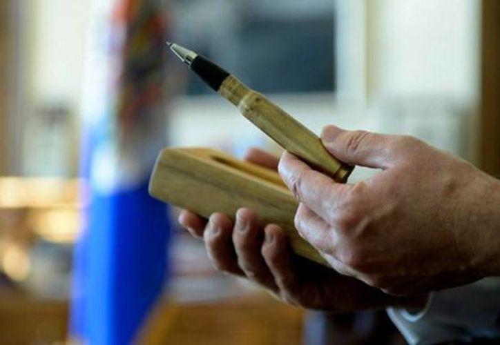 Por el momento el 'balígrafo' tiene una edición limitada y es utilizado por el presidente Juan Manuel Santos como simbólico regalo para distintas personalidades. (Luis Almagro/elheraldo.co)