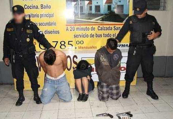 Los menores son acusados de dar muerte a Junior Fernando Ruiz de 23 años. (Prensa Libre: PNC)