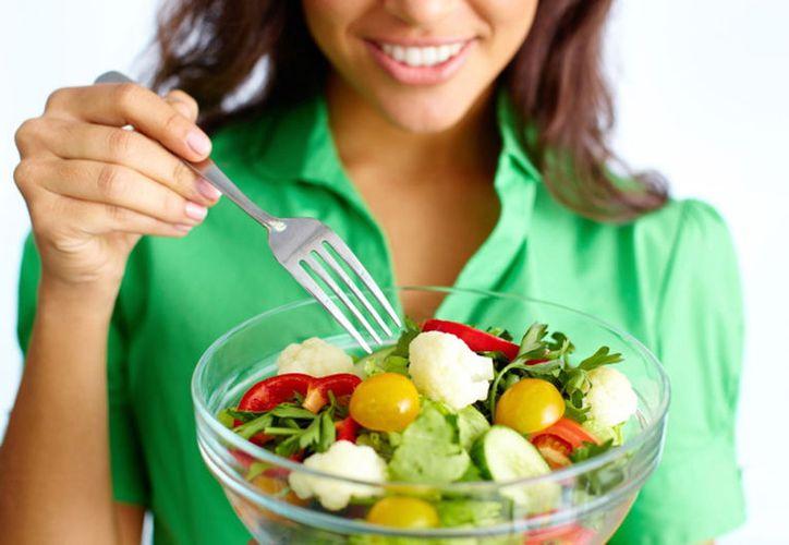 Una dieta basada en vegetales, resulta más efectiva que las convencionales bajas en calorías. (Internet)