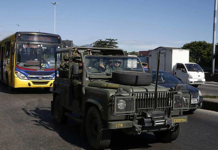 Hechos violentos cobraron la vida de 17 personas en Brasil.Un vehículo con miembros de la Policía Militarizada, circula por las calles de Brasil. (Archivo/EFE)