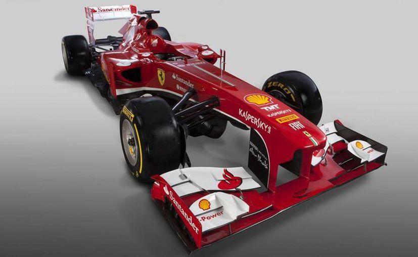 El nuevo vehículo de Ferrari tiene unchasis ligeramente distinto al modelo F2012 del año pasado. (AP)