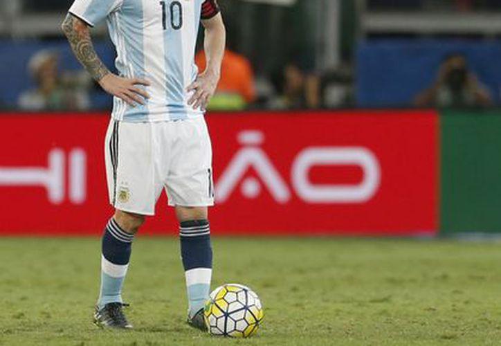 Lionel Messi, capitán de la Selección de Argentina, durante el partido en el que la abiceleste perdió 3-0 ante Brasil, en Belo Horizonte, dentro de las eliminatorias del Mundial Rusia 2018. (AP)