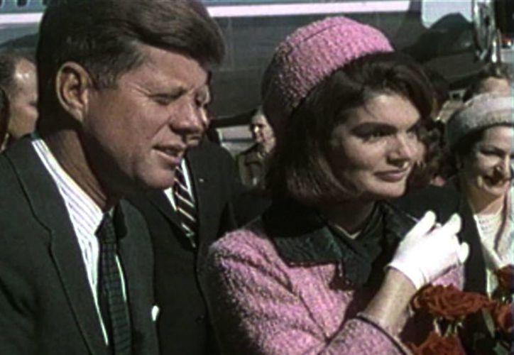 Kennedy fue llevado al hospital, donde media hora después de los disparos, los médicos certificaron la muerte. (wordpress.com)