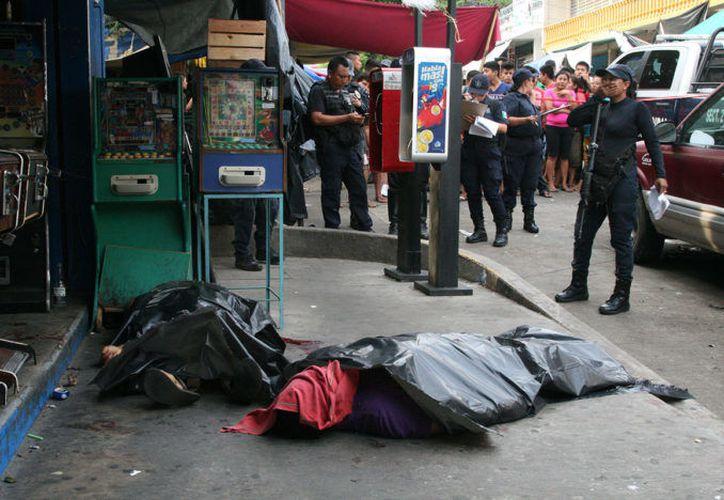 La ahora incontrolable situación por el crimen y la violencia impera en Acapulco. (Proceso)