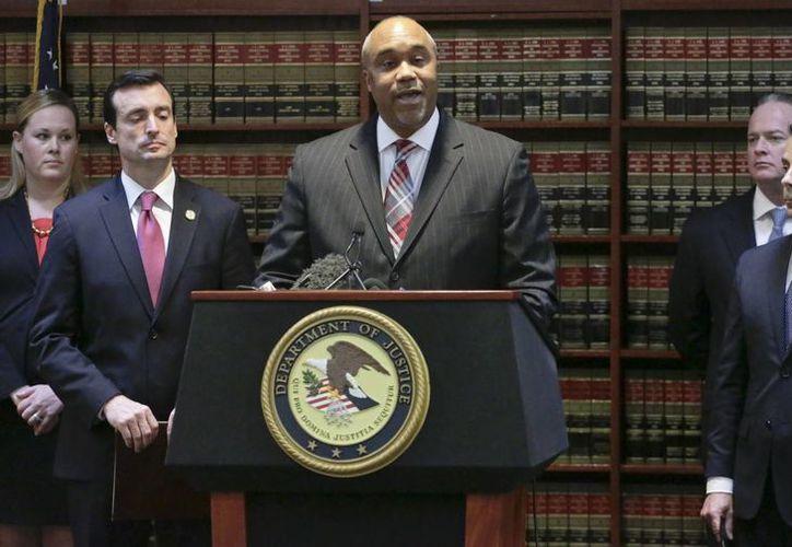 Robert Carpers, fiscal del Distrito Este de Nueva York informó en rueda de prensa los cargos que enfrentará el capo. (AP/Mark Lennihan)