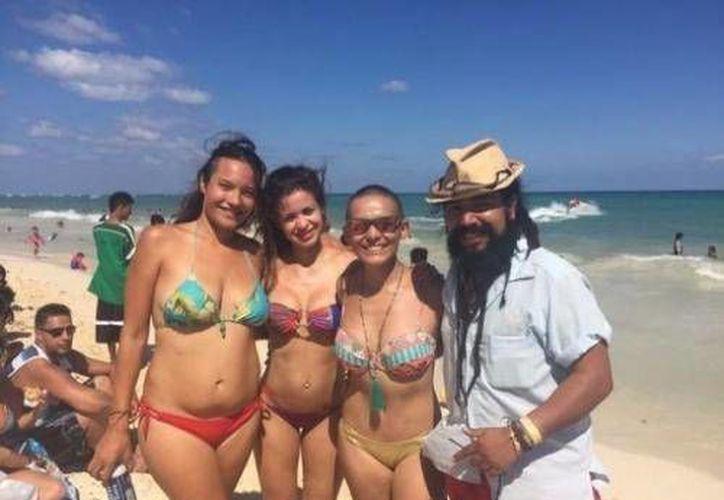 Luna visitó Playa del Carmen en compañía de sus familiares y amigos. (Twitter/@soykarlaluna)