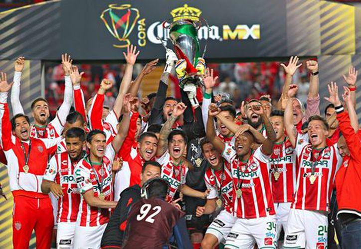 En esta ocasión, el equipo de Necaxa logró levantar el título. (Imago7)