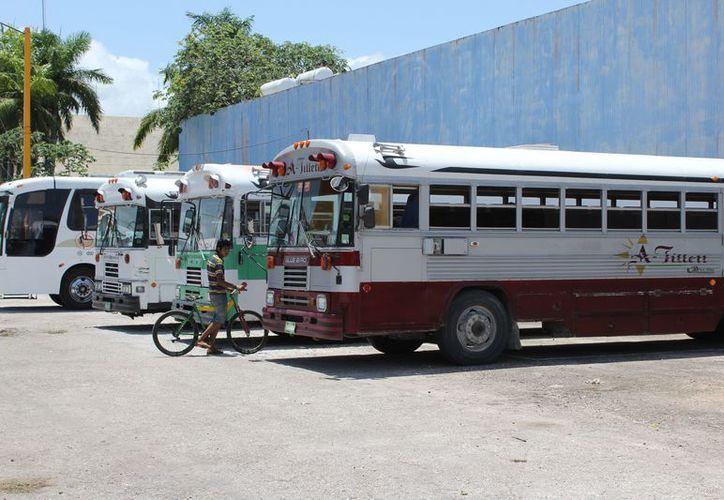 De acuerdo con datos de la Sintra, ingresan de 40 a 50 autobuses a diario. (Joel Zamora/SIPSE)
