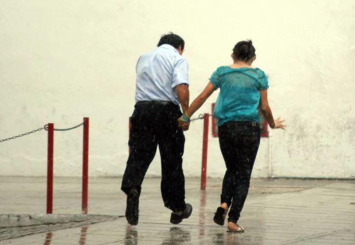 Como ha sucedido en los últimos días, las lluvias se presentaron durante la tarde. (Christian Ayala/SIPSE)
