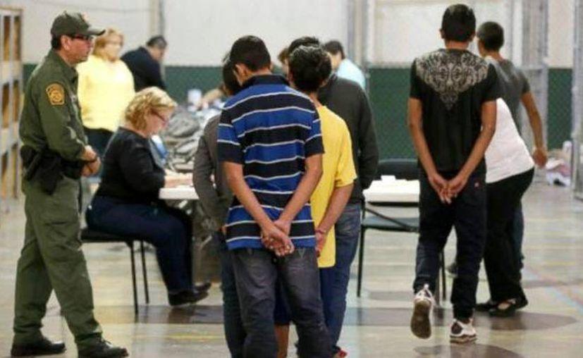 Las acciones ejecutivas anunciadas por Obama beneficiarían entre cuatro y cinco millones de inmigrantes en EU. (Archivo/AP)