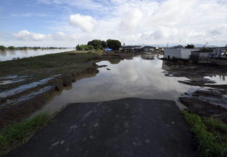 La cercanía del tifón Dujuan a Taiwán ha ocasionado severas inudaciones en varias partes del país. (EFE)