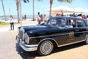 Festejan aniversario de Cancún con desfile de autos antiguos