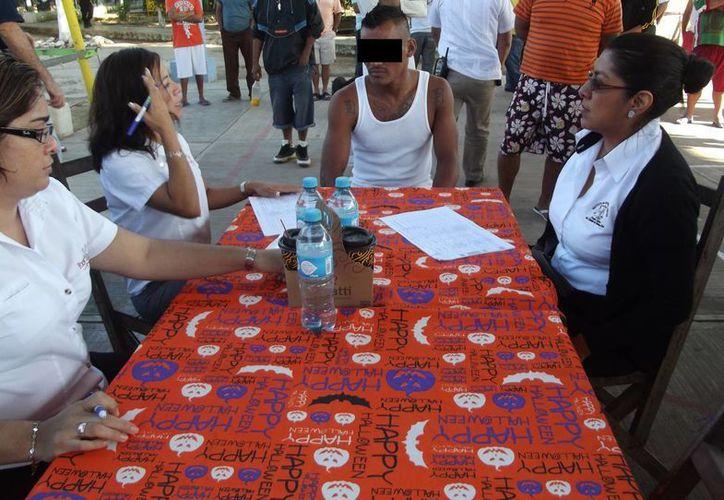 La mañana de ayer se inició el asesoramiento legal de los mil 200 internos del Centro de Reinserción Social (Cereso) de Chetumal. (Harold Alcocer/SIPSE)