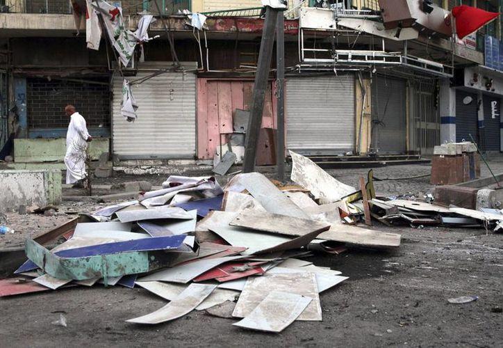 Vista de los destrozos tras un atentado con coche bomba en Bagdad, Irak. (Archivo/EFE)