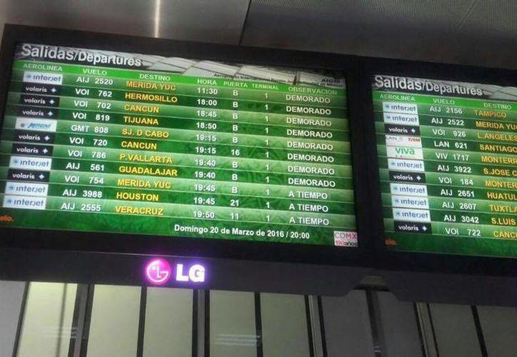 Debido a la lluvia de ayer, algunos vuelos tuvieron demoras en el Aeropuerto Internacional de Cancún. (Redacción)