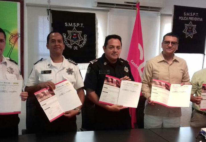 Firman el convenio en beneficio de los elementos de Seguridad Pública. (Eric Galindo/SIPSE)