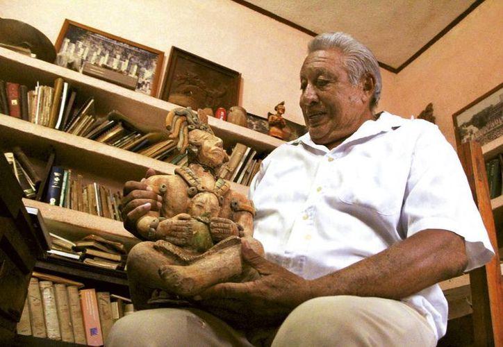 """Gaspar Xiu Cachón, descendiente de los Tutul Xiu, presentará el libro """"Maní, sepulcro de dioses y reyes"""" en el  Festival Internacional de la Cultura Maya. (Milenio Novedades)"""