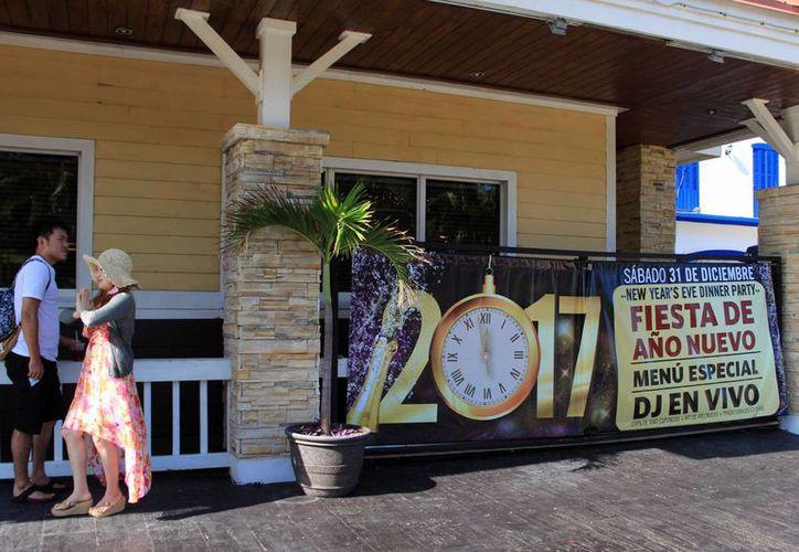 Mientras en Cancún se preparan celebraciones de fin de año en restaurantes, en las comunidades mayas predominará un festejo austero y familiar. (Luis Soto/SIPSE)