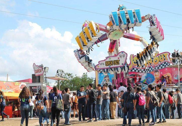 El día de mayor incidencias fue el sábado 14, con 9 arrestados en la Feria de Xmatkuil, por alteración del orden público afuera de las instalaciones. Imagen de los juegos mecánicos instalados en el lugar. (Cortesía)