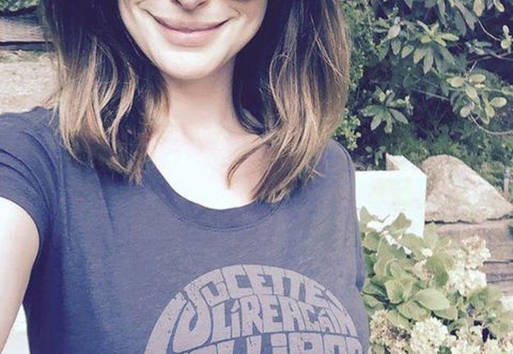 Anne Hathaway se convirtió en madre el pasado 24 de marzo. (Facebook)
