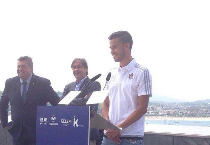 Diego Reyes fue presentado oficialmente como nuevo jugador de la Real Sociedad, el mexicano llega procedente del Porto a en calidad de préstamo. (Fotografía tomada de Twitter)