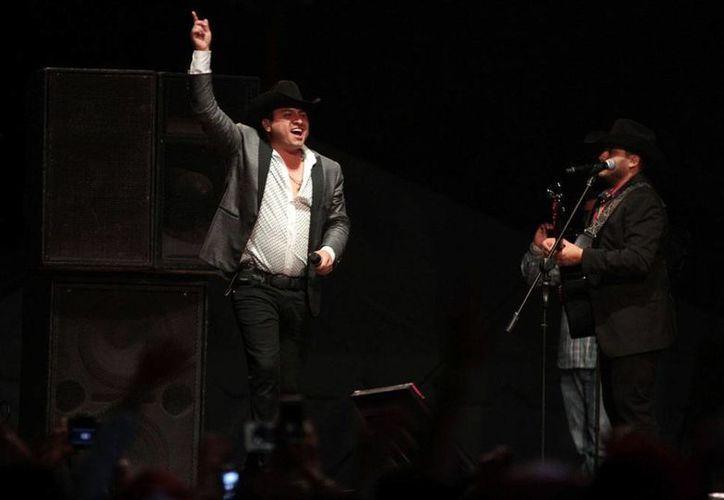 El concierto de Julión Álvarez en Culiacán fue todo un éxito. Por la mañana, convivió con niños en un escuela de música. (Archivo/NTX)