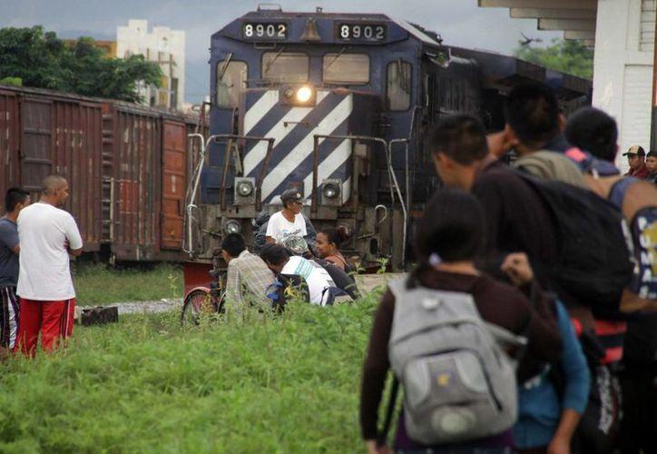 Los migrantes buscan refugio en un albergue en Ciudad Ixtepec. (Notimex)