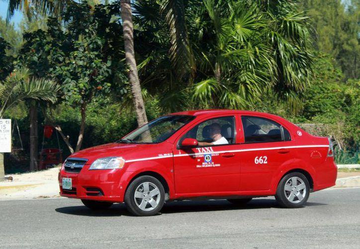 A los mil 100 taxistas que integran el gremio se les realizará el examen para impedir el uso de sustancias prohibidas. (Luis Soto/SIPSE)