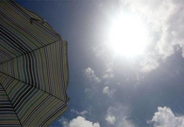 Recomiendan a la población mantenerse protegido de los rayos solares. (Foto de Contexto/Internet)