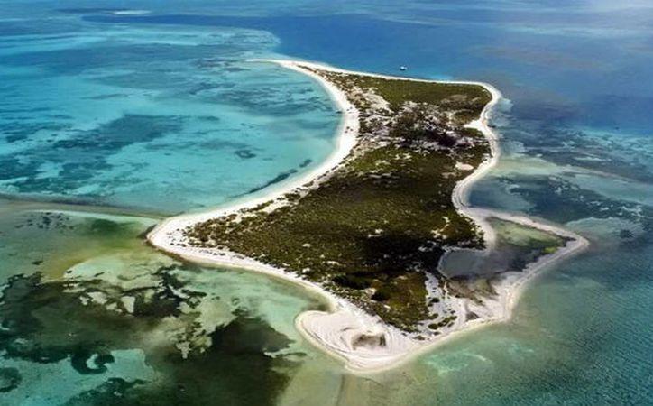 Tras el aterrizaje no autorizado de un helicóptero con funcionarios al Arrecife Alacranes se notificó que el piloto perderá su licencia provisionalmente y que la multa a la empresa responsable sería de más de dos millones de pesos. (SIPSE)