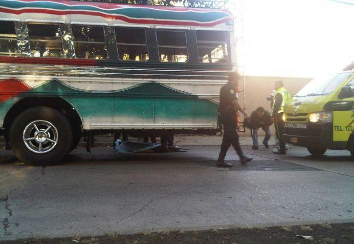 Los asaltos a autobuses en carreteras de Guatemala han dejado más de 90 pasajeros muertos, indican las autoridades. (emisorasunidas.com)