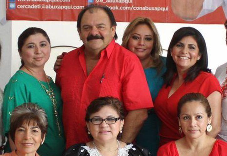 Eduardo Espinosa Abuxapqui se comprometió a impulsar los proyectos empresariales de los capitalinos. (Harold Alcocer/SIPSE)
