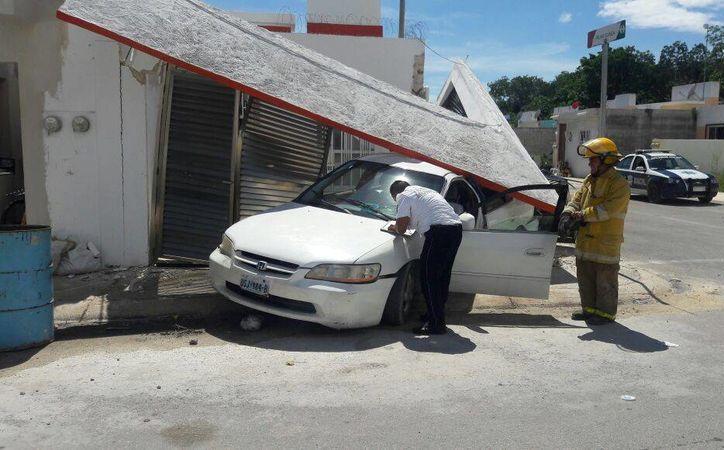 No hubo lesionados, al menos del lado de los ocupantes de la vivienda. (Contexto/ SIPSE)