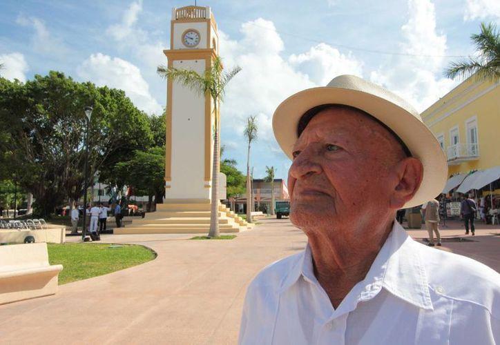 """Miguel Marrufo, mejor conocido como """"Don Totochito"""", fue el guardián del reloj durante 60 años.  (Gustavo Villegas/SIPSE)"""