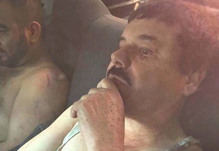 Se cree que Rafael Caro Quintero, miembro de la primera generación de jefes del narcotráfico mexicano, volvió al narco y le declaró la guerra 'El Chapo' Guzmán. Imagen de archivo de la recaptura del líder del cartel de Sinaloa el pasado 8 de enero. (Archivo/Agencias)