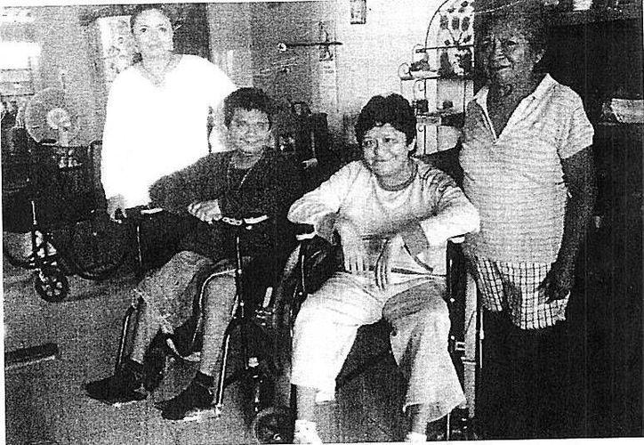 Foto que envió el Ayuntamiento para demostrar el apoyo que se ha dado a la señora Guadalupe Estrella y a sus hijos. (SIPSE)