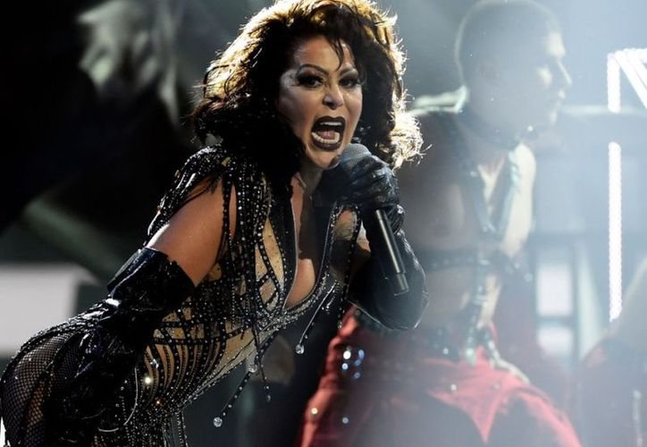 La carrera de Alejandra Guzmán conecta varias generaciones con su energía musical. (Foto: AP).
