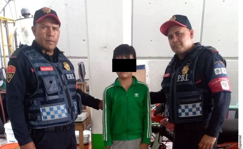 Cristian, de 10 años, recibió una llamada cuando se encontraba en su casa en el Estado de México.  (Agencia Reforma)