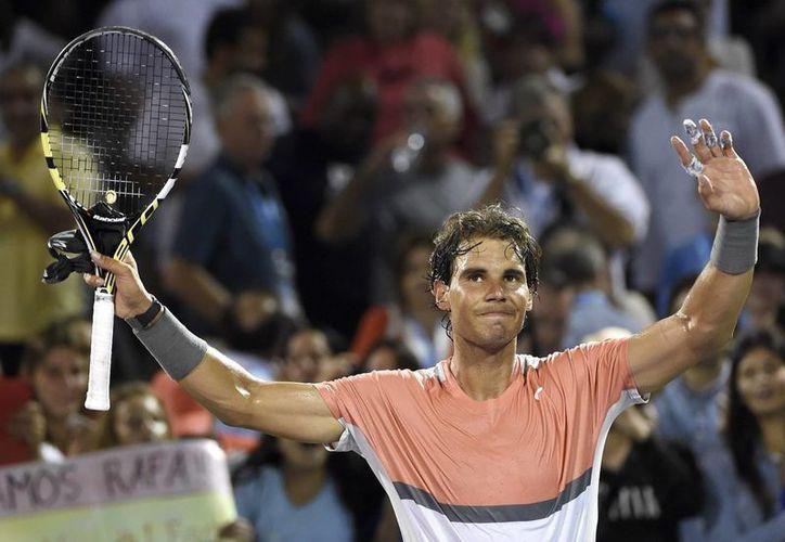 Rafael Nadal celebra tras derrotar al australiano Lleyton Hewitt en el Masters Series 1000 de Miami. (EFE)
