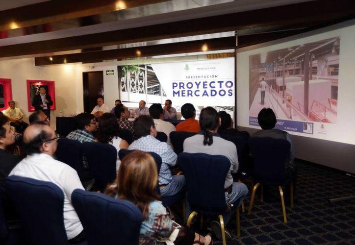 Los locatarios fueron informados de los trabajos a realizarse. Imagen de la presentación del proyecto en un hotel de la ciudad. (Milenio Novedades)