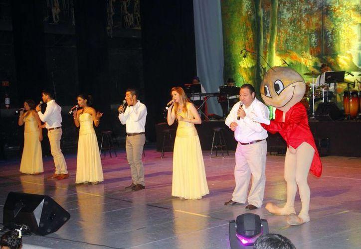 """Los estudiantes del Grupo de Teatro de la Uady """"Atril 6"""" participaron en la obra musical """"Es Cri Cri"""". (Milenio Novedades)"""