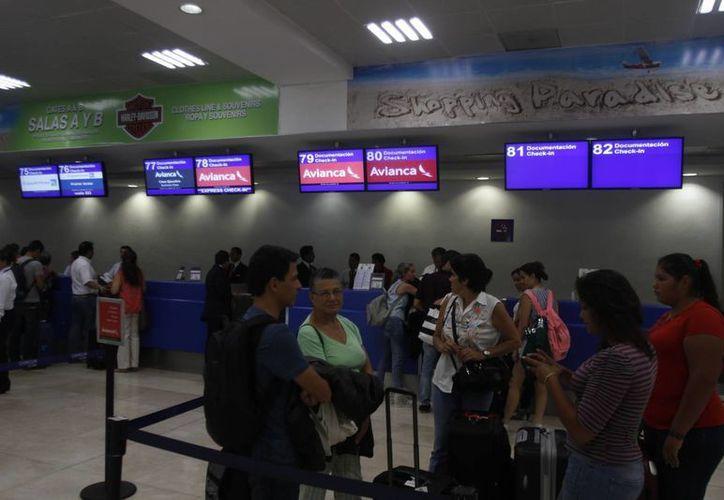 En lo que va del mes se han registrado un total de ocho mil 39 operaciones aeroportuarias. (Luis Soto/SIPSE)