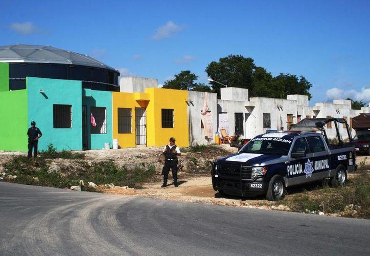 El presidente municipal, Mauricio Góngora Escalante, advirtió que la policía mantendrá vigilado el fraccionamiento In House para prevenir otro intento de invasión.  (Octavio Martínez/SIPSE)