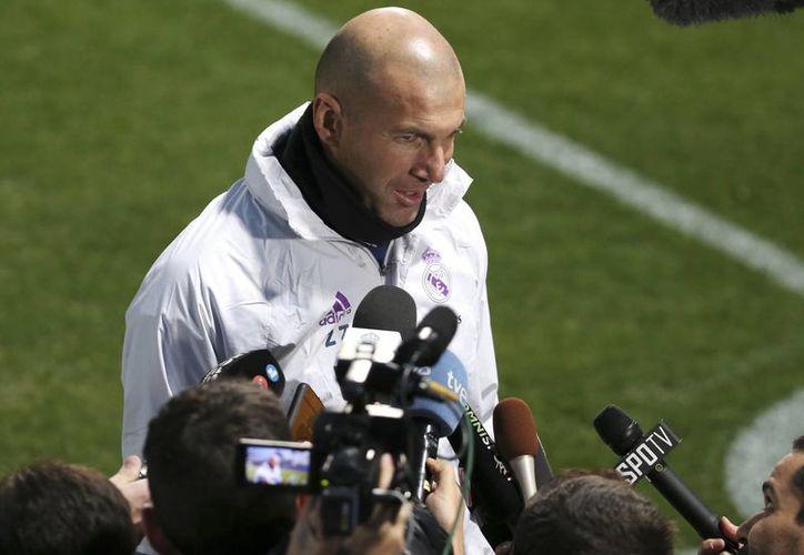 Zinedine Zidane, DT del Real Madrid, dice que no sabía nada del América, y que apenas comenzó a estudiar, junto con su cuerpo técnico, algunos partidos del club mexicano, rival del Real Madrid, en el Mundial de Clubes. (AP)