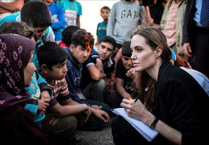 El 27 de agosto de 2001 Jolie fue nombrada Embajadora de buena voluntad del ACNUR aceptando la responsabilidad de abogar por la protección de los refugiados en los cinco continentes.(EFE)