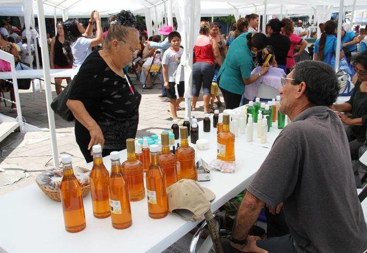 Se ofrecerán bebidas, embutidos, alimentos, frutas, artesanía, entre otros productos. (Tomás Álvarez/SIPSE)
